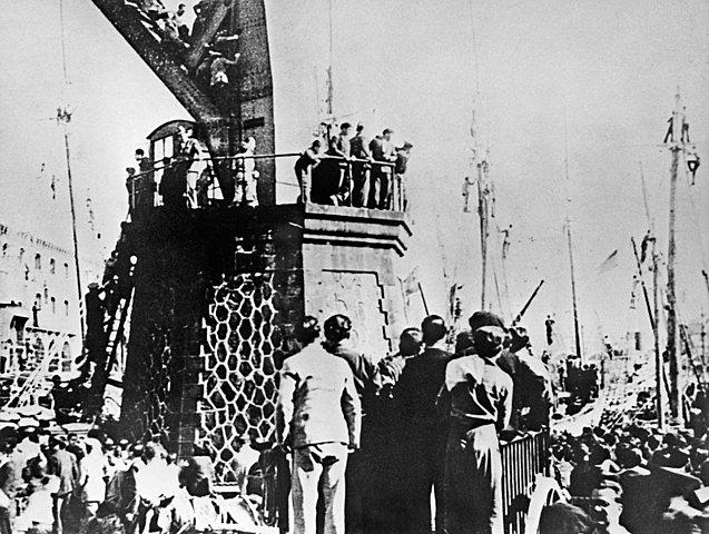 URSS ENVÍA AYUDA A LOS REPUBLICANOS