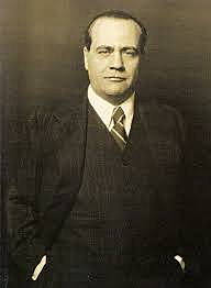 Sustituye de Largo Caballero por Juan Negrín.