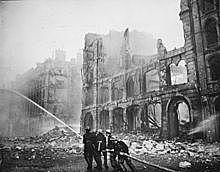 Os alemães começam a atacar a cidade de Londres.