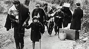 Refugiados cruzan la frontera francesa