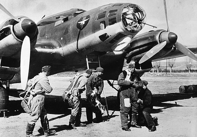 Adolf Hitler crea la Legión Cóndor para ayudar a los franquistas.