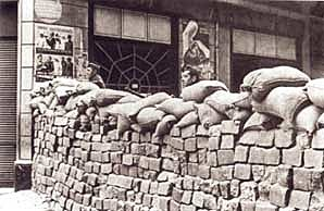 Lucha entre sí en Barcelona distintas fuerzas republicanas enfrentadas a causa de la revolución militar.