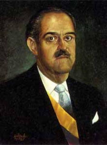 Se posesiona de la Presidencia el conservador Guillermo León Valencia, segundo del Frente Nacional.