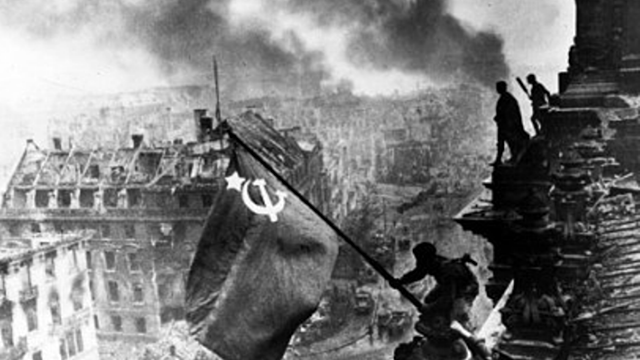 Tem início a Batalha de Stalingrado.