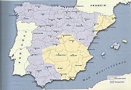 Febrero-abril de 1938Los franquistas recuperan Teruel a finales de febrero y continúan su avance hacia el Mediterráneo a través del territorio republicano, con lo que dividen éste en dos.