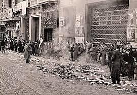 Miles de refugiados y el propio gobierno republicano cruzan la frontera francesa; los franquistas conquistan el resto de Cataluña