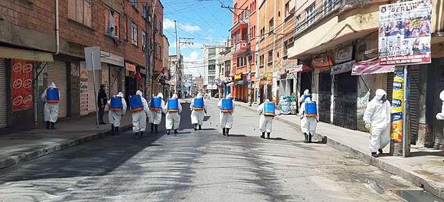 Lavan y desinfectan 287 espacios públicos de La Paz ante alerta por coronavirus