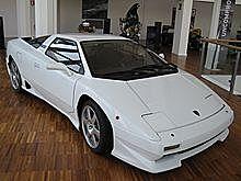 Lamborghini P140: 4L V10 med 365HP.