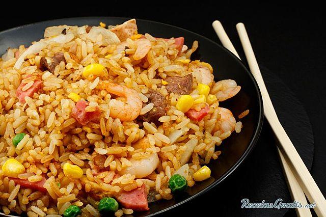 Se domestica el arroz en china