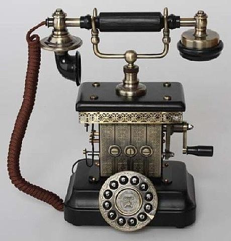 El teléfono llega a los hogares