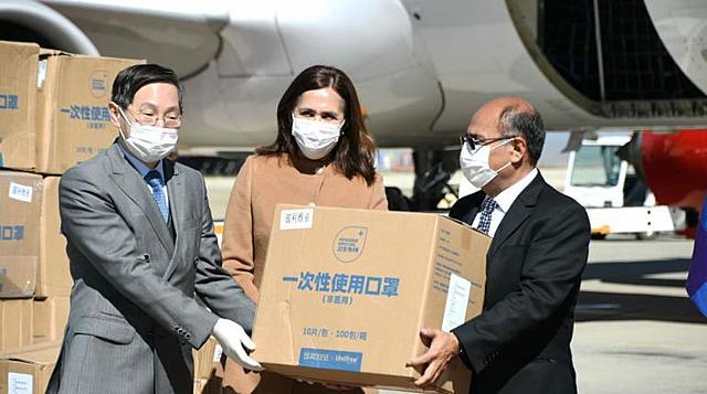 Bolivia recibe primera donación de Gobierno de China para enfrentar el coronavirus