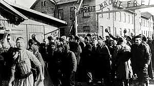 Exército vermelho libertam prisioneiros de Auschwitz