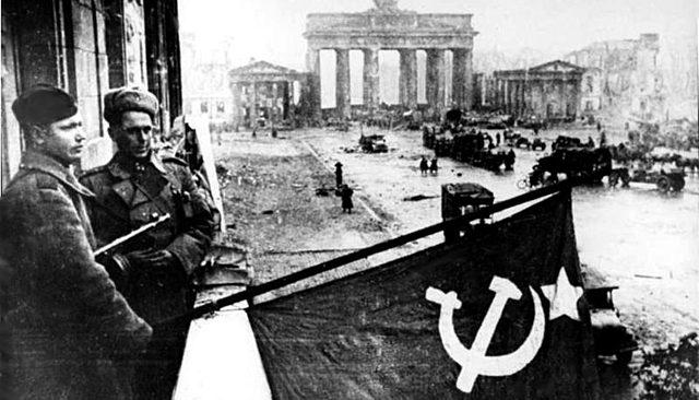 Berlim é ocupada pelo exército vermelho