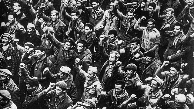 (Octubre 1936) La URSS envía sus primeros equipos de ayuda a los republicanos. Llegan los primeros miembros de las Brigadas Internacionales.