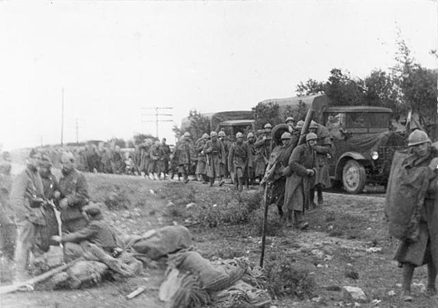 (Diciembre 1936) Los primeros soldados italianos, enviados por Mussolini, llegan a para ayudar a las fuerzas franquistas.