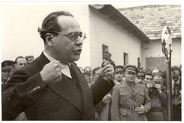 (Mayo de 1937)El socialista Juan Negrín sustituye a Largo Caballero al frente del gobierno republicano.