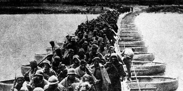 (Noviembre 1938) Decisiva derrota de las fuerzas republicanas en la batalla del Ebro.