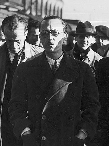 (Marzo 1939) El coronel Casado encabeza el organismo republicano que sustituye a Negrín con el objeto de alcanzar una paz honrosa (golpe de estado en Madrid).