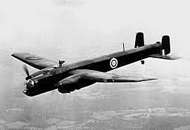 Aviação inglesa bombardeia a cidade de Berlim.