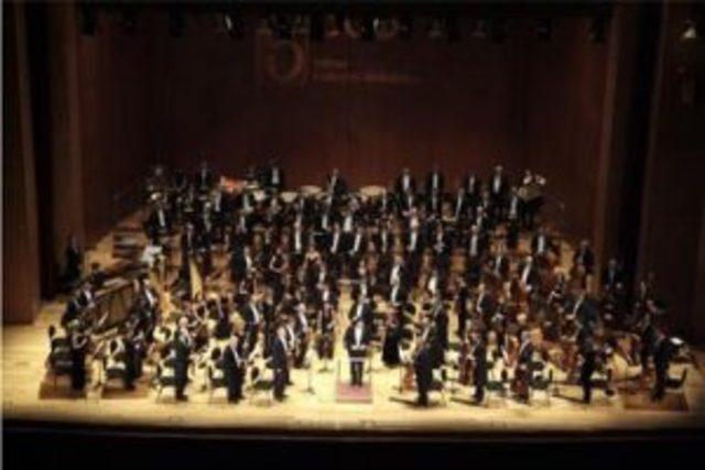 Va tocar la viola en l' Orquestra del teatre Provisional.