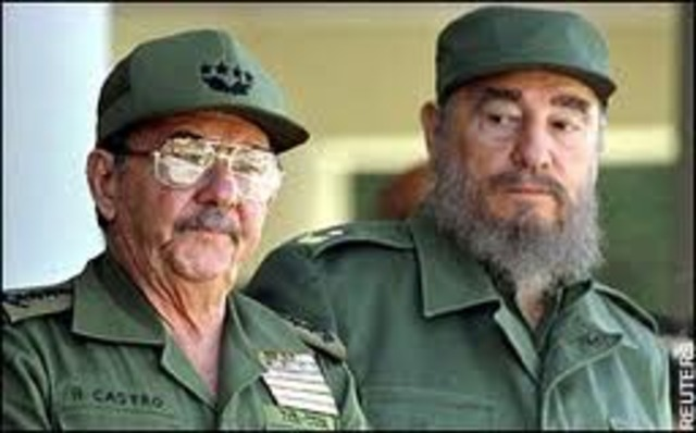 Fidel Castro hands over power temporarily to brother Raúl