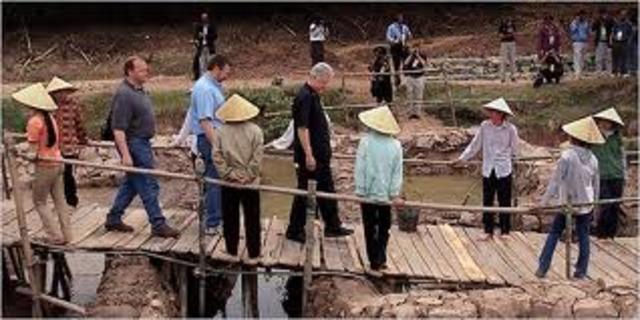 Bill Cliton is first visit Vietnam.