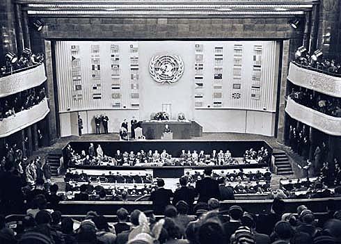 La ONU emet la Declaració Universal dels Drets Humans.