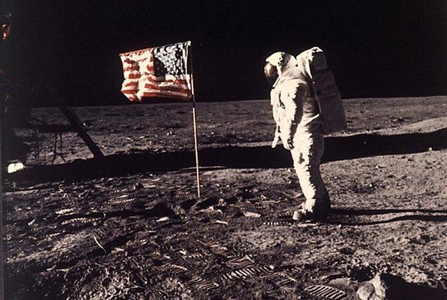 Armstrong i Aldrin trepitgen la Lluna