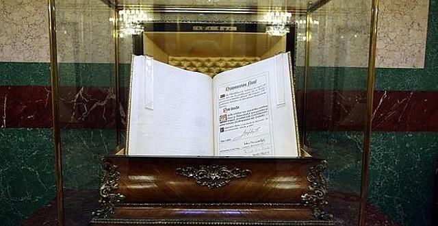 S'aprova la Constitució Espanyola.