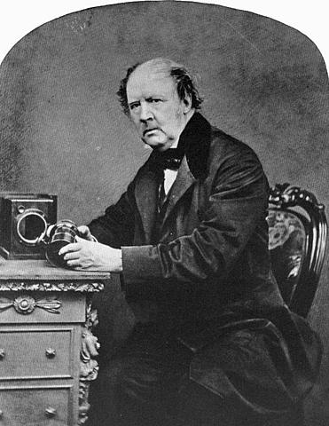 William Talbot presenta el calotip