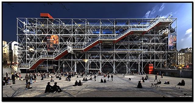 S'inaugura a París el Centre Pompidou.
