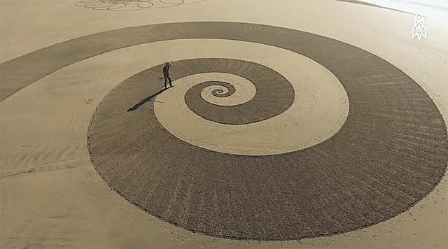 Manon Guilliez - Exposition temporaire / Jim Denevan / L'art du sable