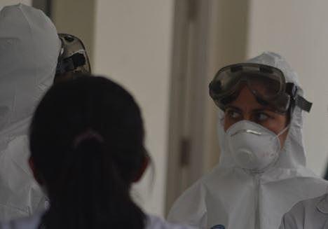 Llega a Bolivia materia prima para tres medicamentos contra el COVID-19