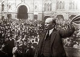 Lenin torna de l'exili i solicita tots els poders dels soviets