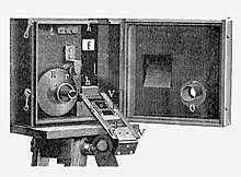 Louis i Auguste Lumière presenten el cinematògraf
