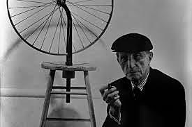 "Marcel Duchamp presenta el primer ""ready-made"""