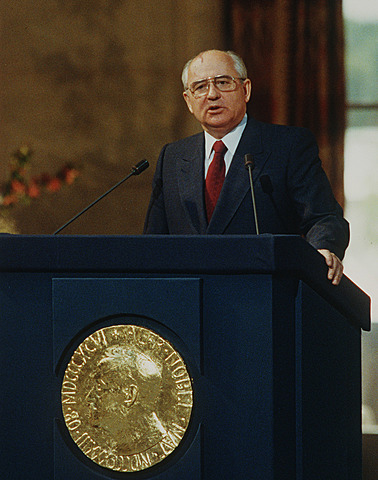 Mikhail Gorbatsjov blir leder
