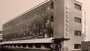 Tanquen l'escola Bauhaus