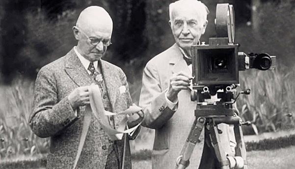 Els germans Lumière inventen el cinematògraf