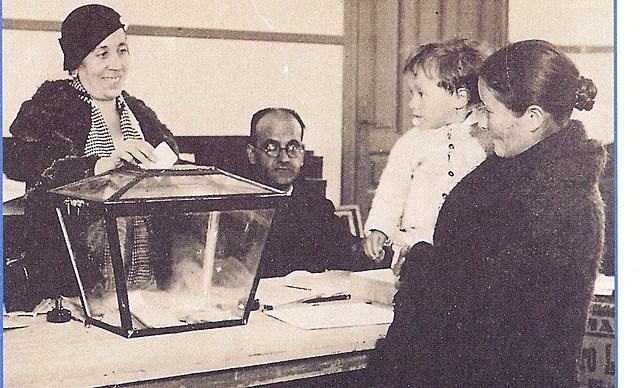 Les dones exerceixen el dret a vot per 1r cop. Finlàndia (llavors, Imperi Rus)