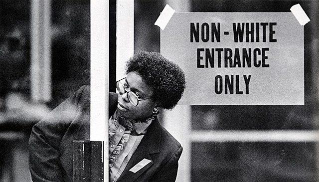 S'aprova l'Apartheid, un sistema de segregació racial