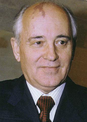 Gorbacev prende la guida del partito