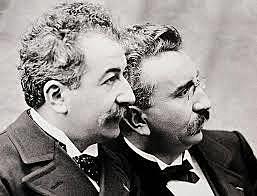 """Auguste y Louis Lumière - Patentan el """"cinématographe"""" capaz de filmar y proyectar imágenes en movimiento."""