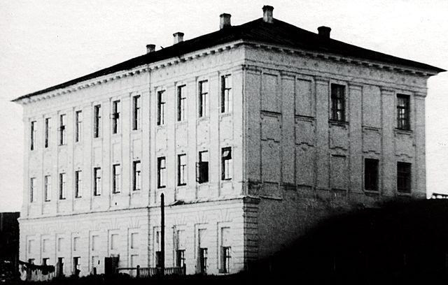 Основание технологического института (ныне КГТА)