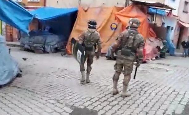 Chulumani está militarizada, se paraliza y cierra accesos tras primer caso de COVID-19
