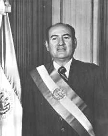 Asume a la presidencia Carlos Humberto Romero.