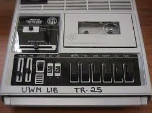 Cassette player (R)
