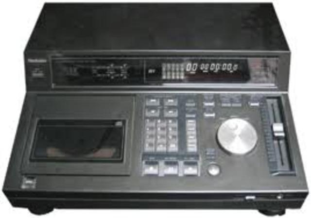 CD player (G)