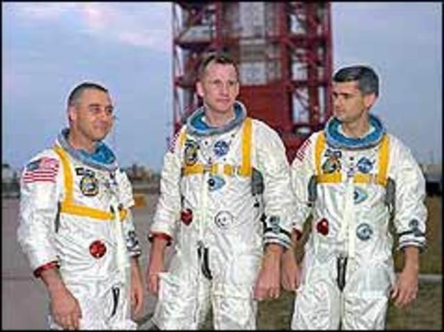 Three astronauts die in Apollo 1 tragedy