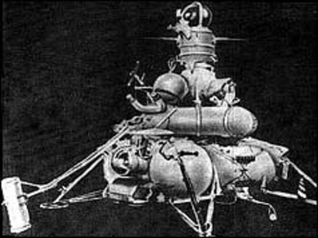 Soviet probe collects moon rock